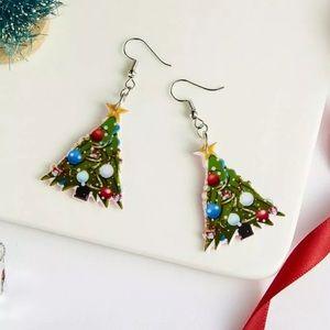 Acrylic Christmas Tree Earrings. 🎁